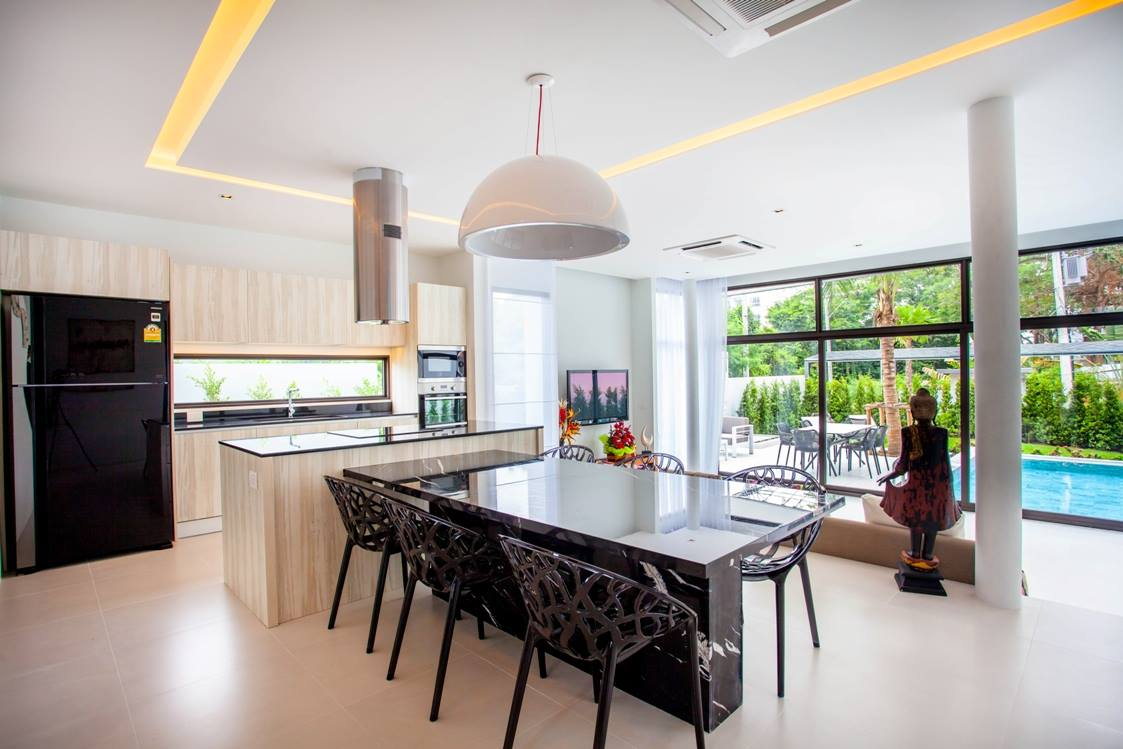 Phuket Real Estate Agency – Nai Harn Beach (23)