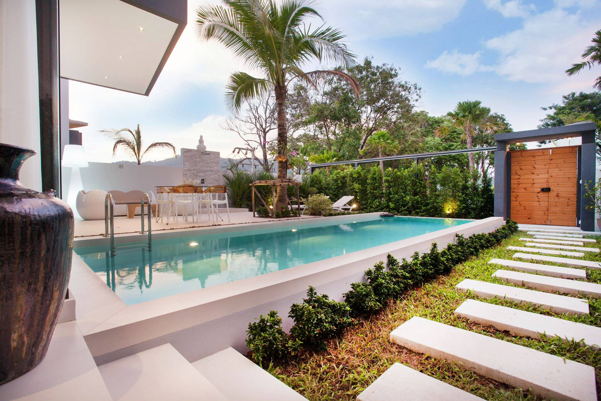 Phuket Real Estate Agency – Nai Harn Beach (35)