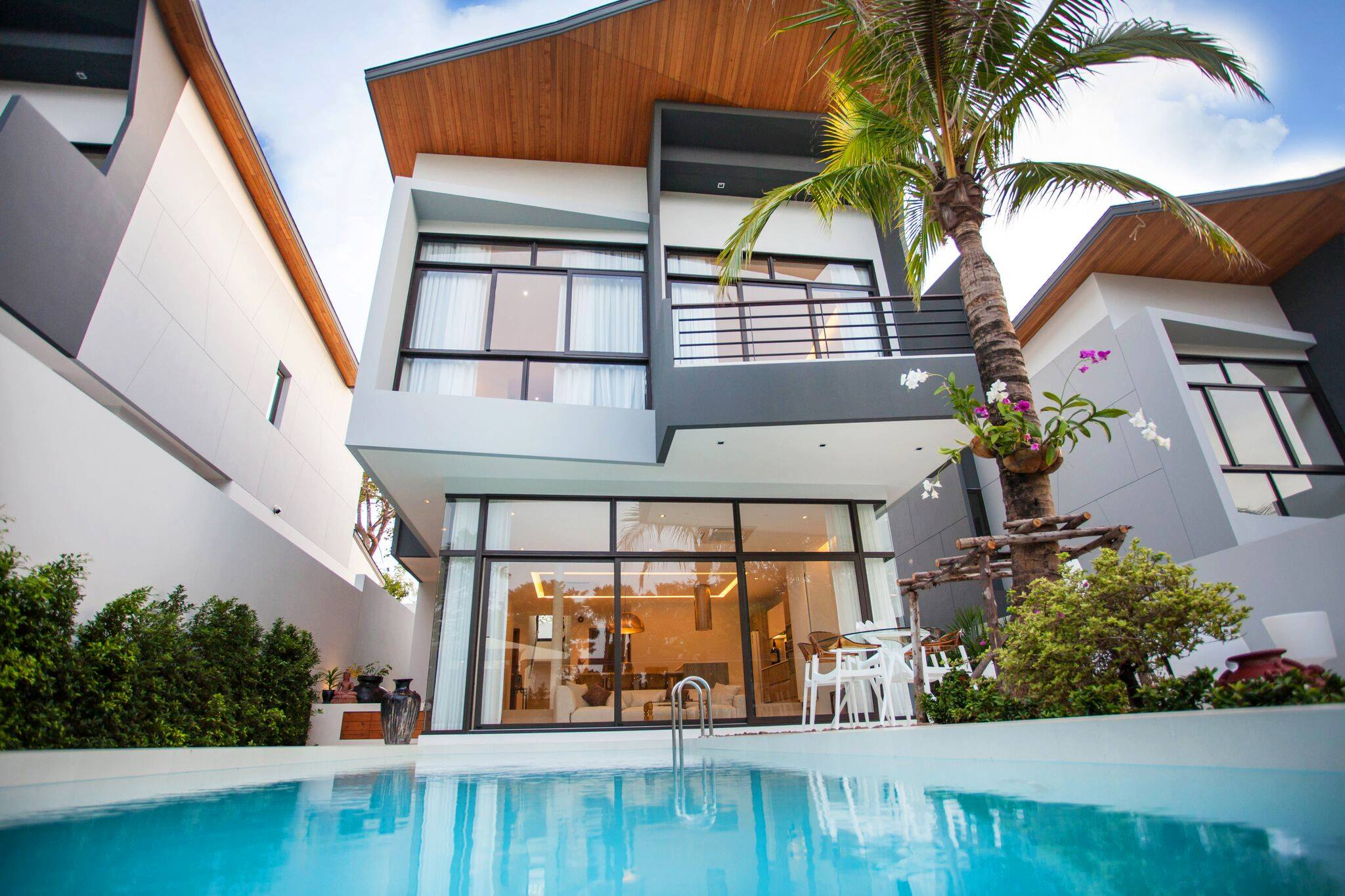 Phuket Real Estate Agency – Nai Harn Beach (45)